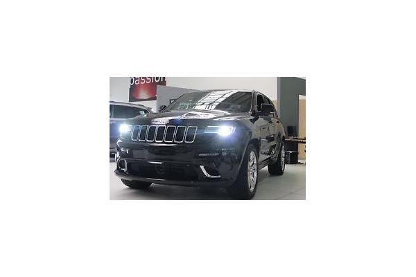 leasing durch leasing bernahme jeep grand cherokee srt 8. Black Bedroom Furniture Sets. Home Design Ideas